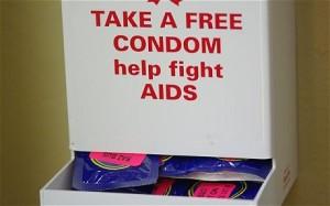 Free_condoms_1826236c
