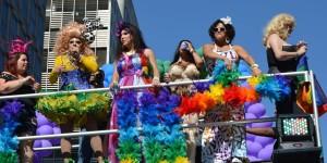 Falso Gaio o Vero Gay?  Felicità o Tristezza?